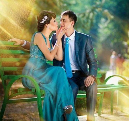 Свадебное цветное платье и наряд жениха