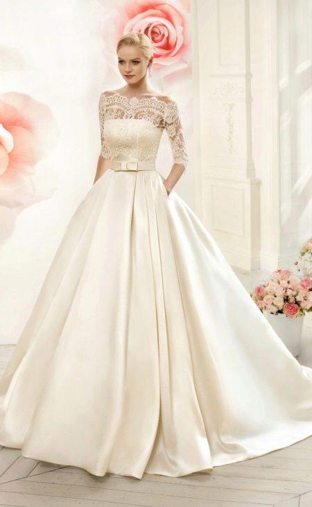 Свадебное платье пышное с рукавами и кружевным верхом