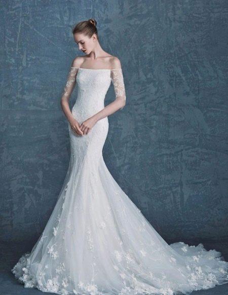Свадебное платье русалка с кружевным рукавом