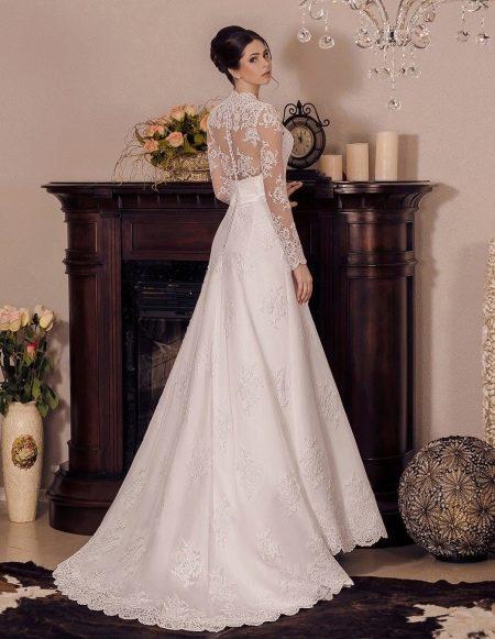 Свадебное платье с кружевной спиной от Виктории Карандашевой