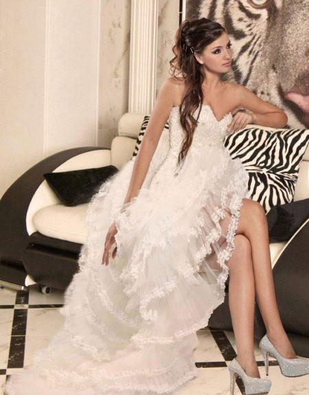 Свадебное короткое платье со шлейфом