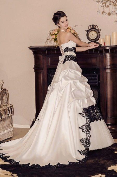Свадебное платье с черным кружевом от Виктории Карандашевой