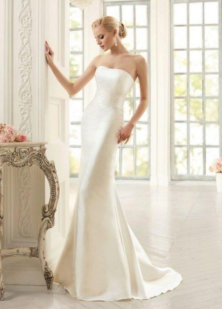 Элегантное свадебное платье простое