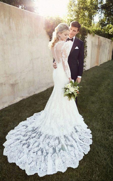 Элегантное свадебное  платье со шлейом