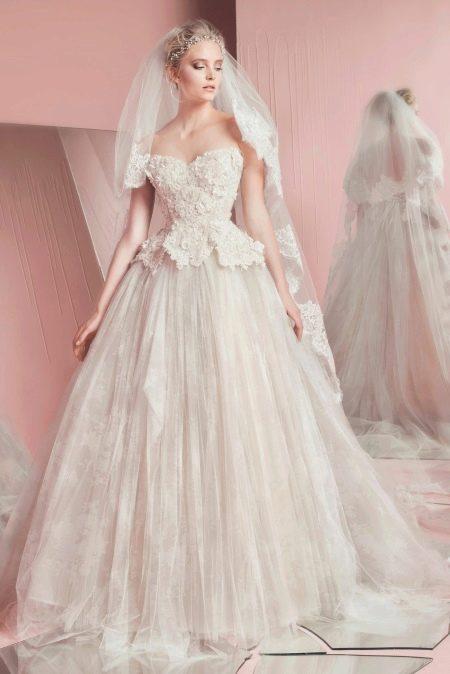 Свадебное платье с длинной баской