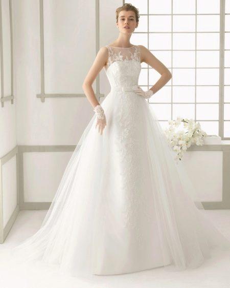 Свадебное платье с жемчугом и кружевом