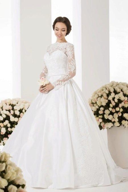 Закрытое свадебное платье от Васильков
