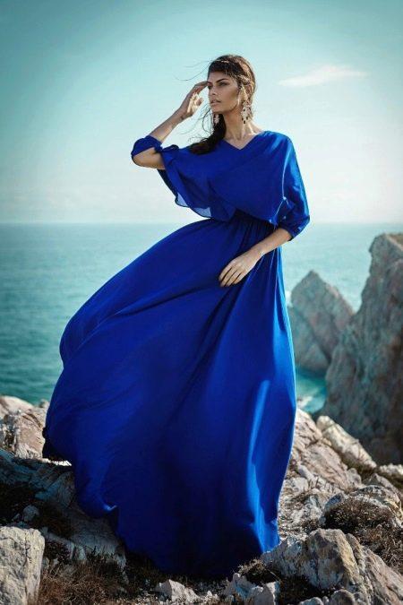Шелковое вечернее платье с рукавом синее