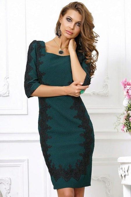 Вечернее зеленое платье с кружевом