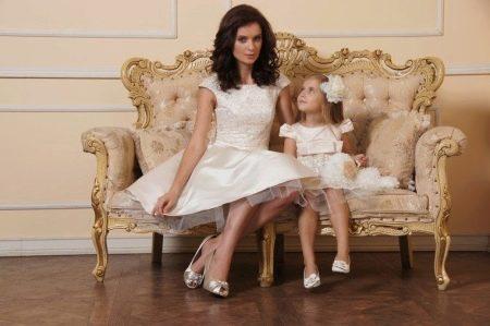 Одинаковые платья у мамы и дочки