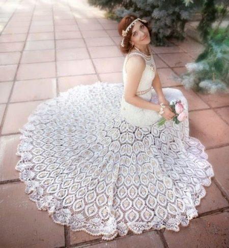 Вязанное свадебное платье со шлейфом крючком