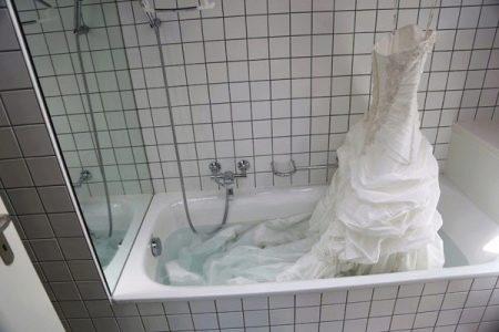 Частичное замачивание свадебного платья
