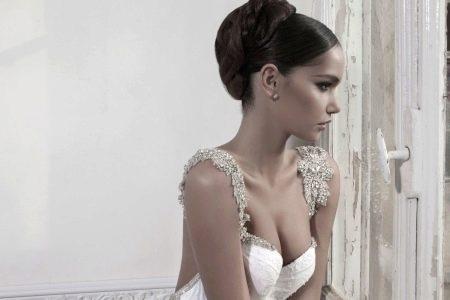 Украшение из страз на свадебном платье