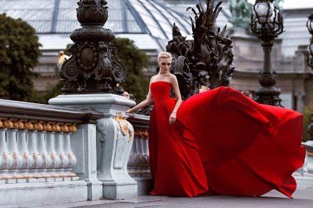 Красивое красное вечернее платье