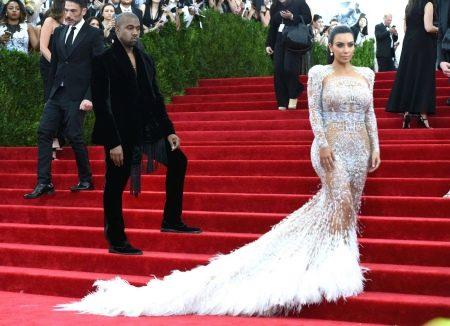 откровенное кружевное вечернее платье Ким Кардашьян