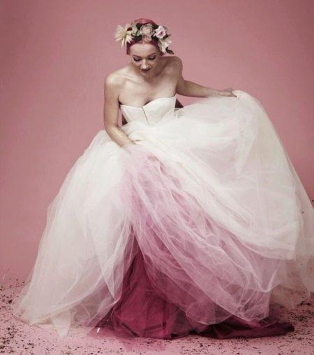 Пышное свадебное платье с многослойным подъюбником