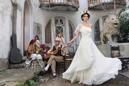 Свадебное платье а-силуэта с подъюбником