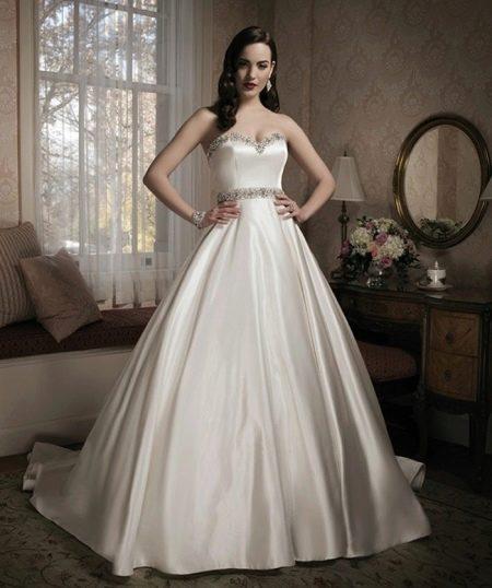 Свадебное платье с поясом, повторяющим отделку