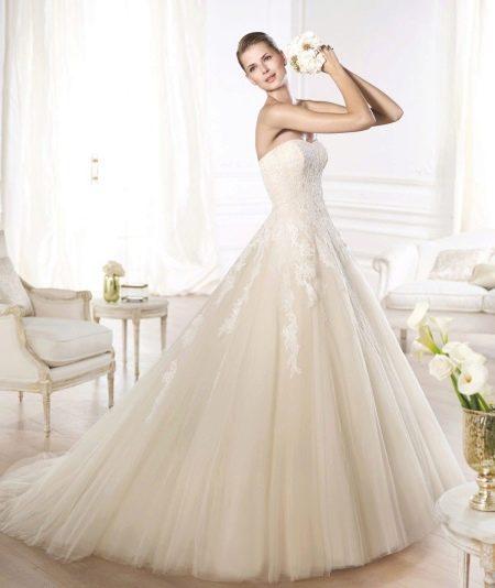 Свадебное платье из коллекции GLAMOUR от Проновиас айвори