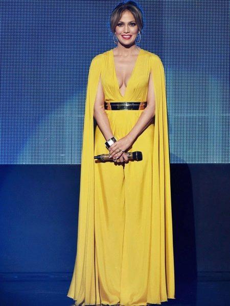 Красивое желтое платье Дженифер Лопес