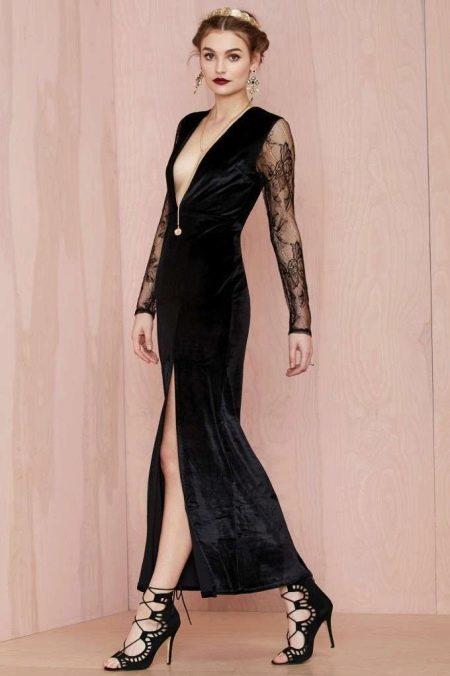 Черное бархатное платье с прозрачными длинными рукавами