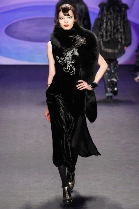 Черное бархатное платье миди