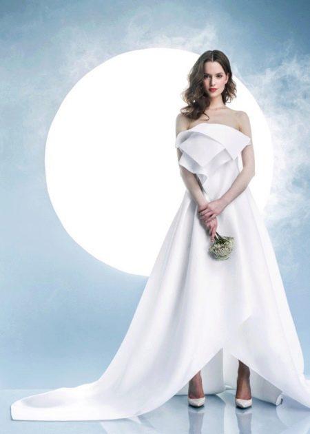 Белое свадебное платье с объемными элементами