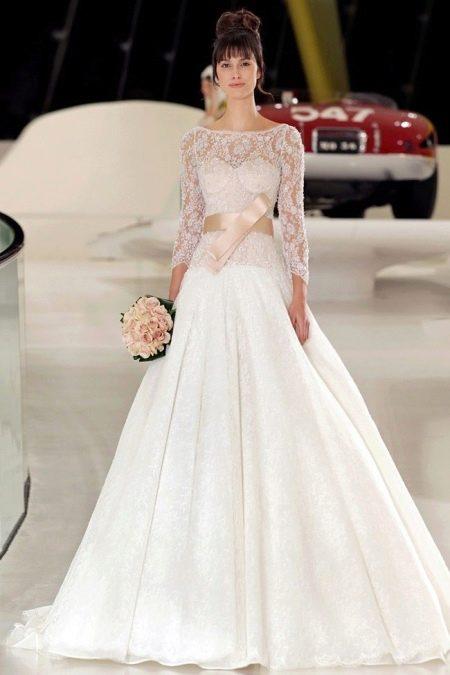 Сочетание белого свадебного платье с персиковым