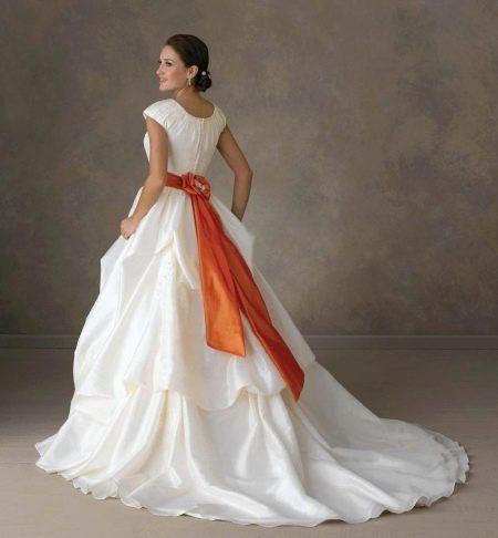 Свадебное платье с оранжевым поясом