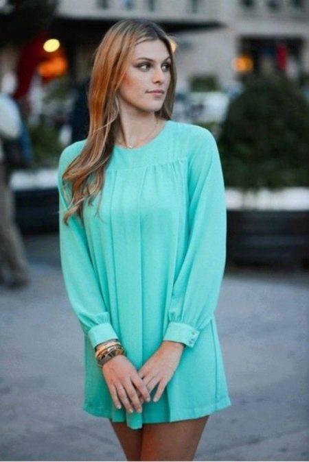 Короткое бирюзовое платье с рукавами