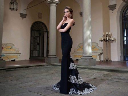 Вечернее платье с кружевным шлейфом