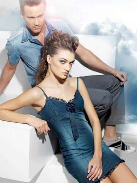 Джинсовое платье на бретелях