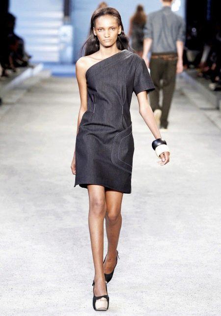 Джинсовое платье на одно плечо