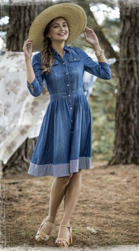 Джинсовое платье миди средней длины