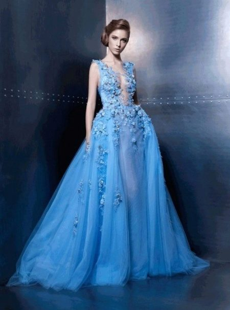 Модель брюнетка в голубом платье 11