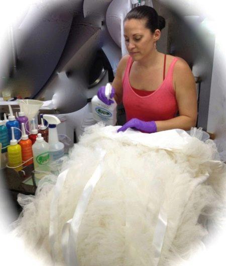 Удаление пятен со свадебного платья