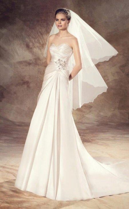 Свадебное платье от Avenue Diagonal со шлейфом