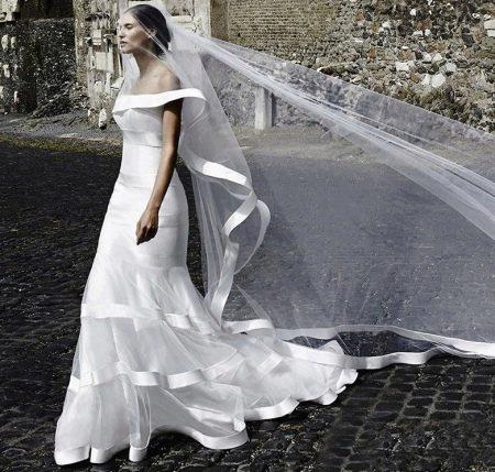 Свадебное платье от alessandro angelozzi с фатой