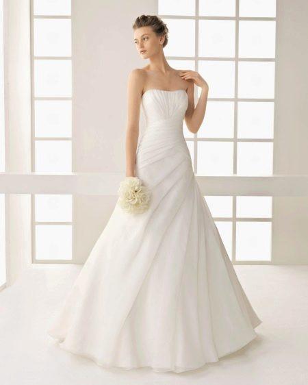 Белое свадебное платье классическое
