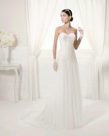 Свадебное платье с декором из бисера