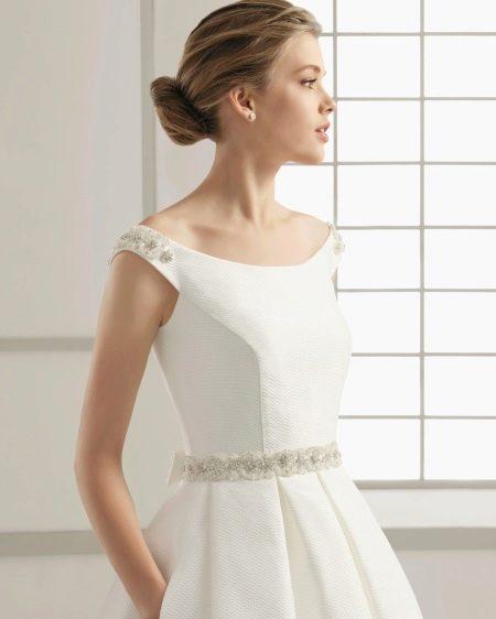 Классическое свадебное платье с поясом