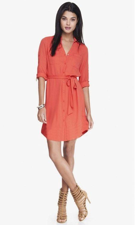 Коралловое платье-рубашка длины миди