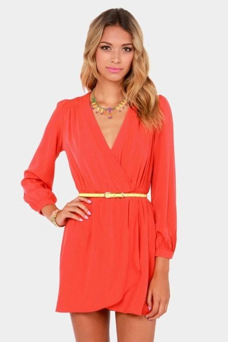 Мини платье кораллового цвета
