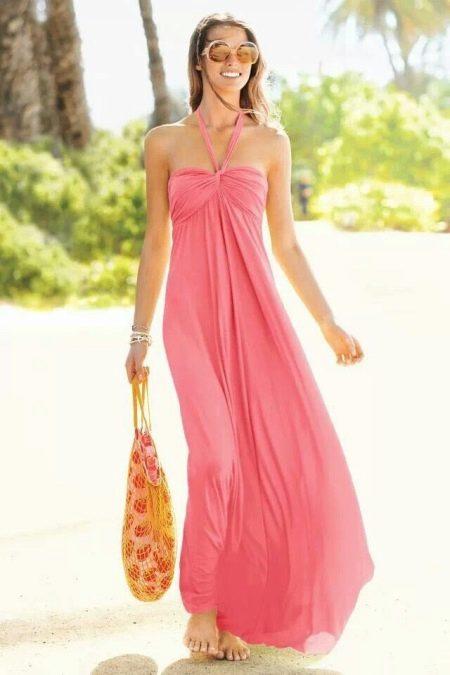 Коралловое платье со светло-розовым оттенком