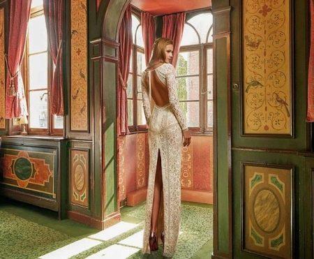 Свадебное платье с вырезом на юбке сзади