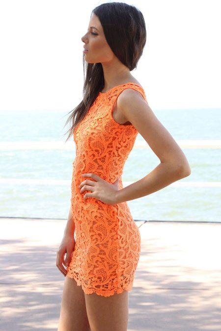 Короткое кружевное оранжевое платье