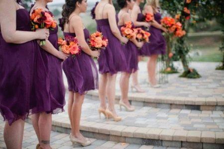 Подружки невесты в баклажановых платьях
