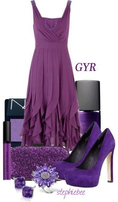 Баклажановое платье, сиреневые и черные аксессуары