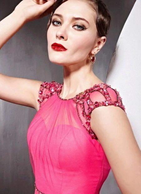 Яркий макияж для платья цвета фуксии