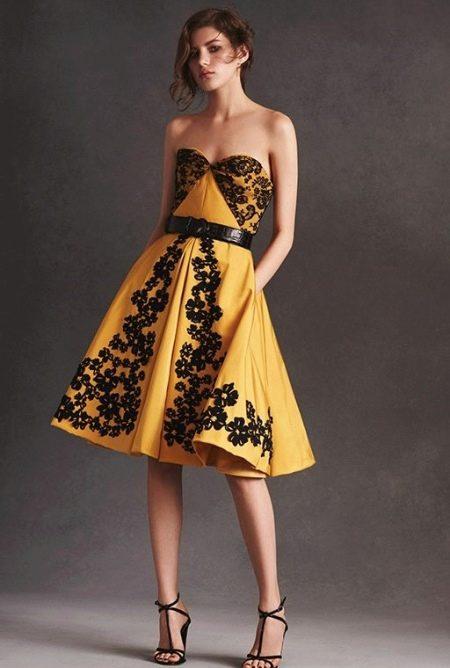 Горчичное платье с черным